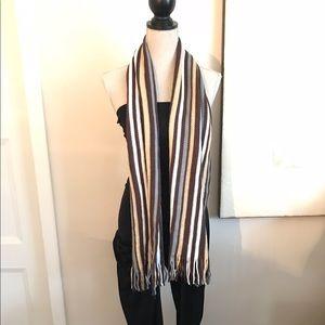 Geoffrey Beene women's stripped scarf